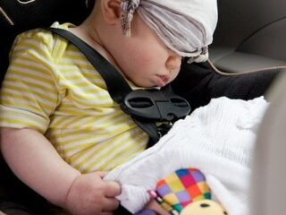 How to travel with your baby while driving