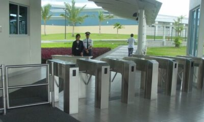 What are the advantages of access control turnstile door system