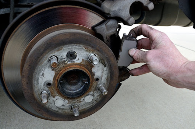 7 Signs for Replacing your car brakes