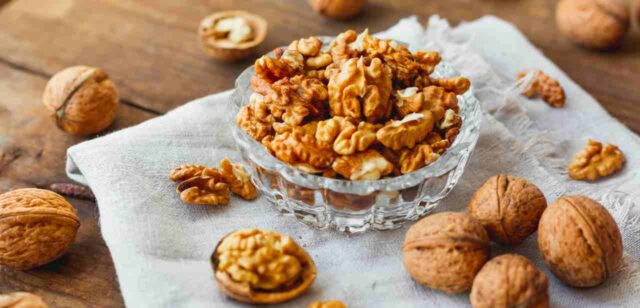 Walnuts Nutrition Facts, Health Benefits of walnuts , Trend Health